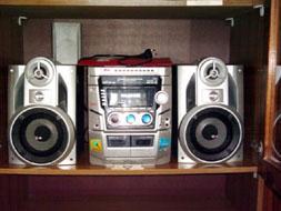 музыкальный центр-  караоке с 2 микрофонами